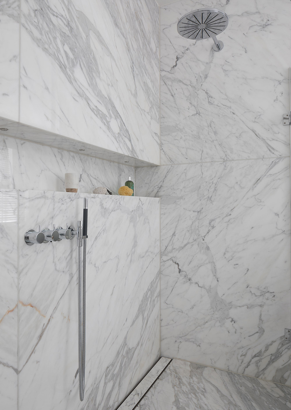 Attractive Bathrooms With Marble Tile Composition - Bathroom Design ...