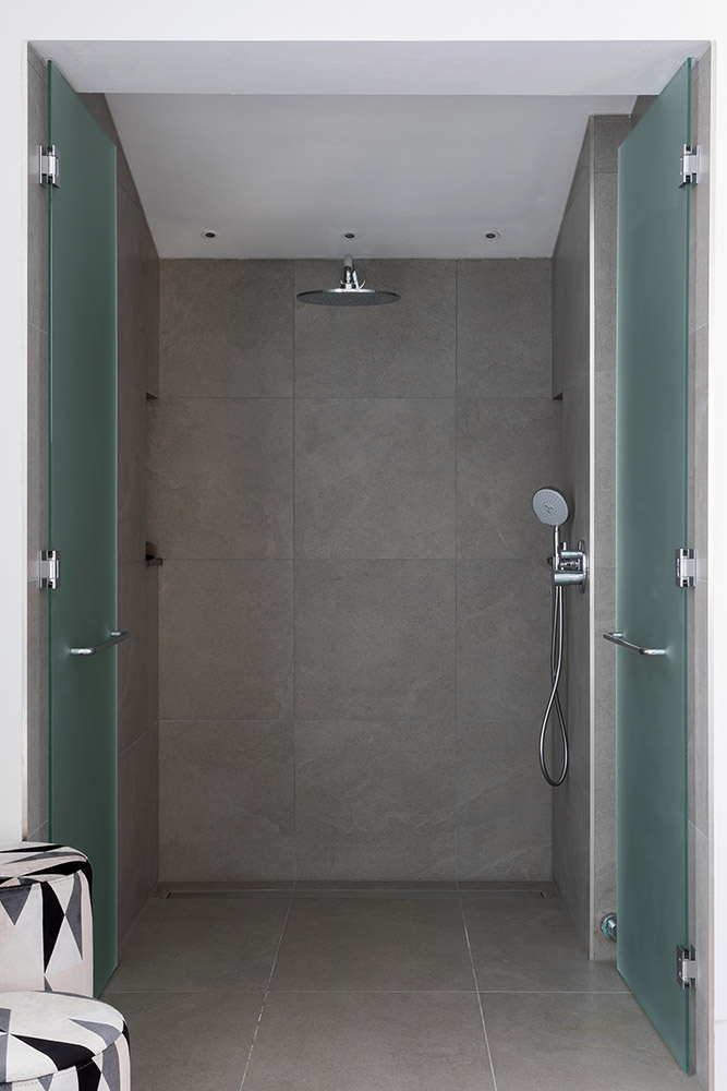TBK Designed White & Grey Bathroom - Walkin Shower
