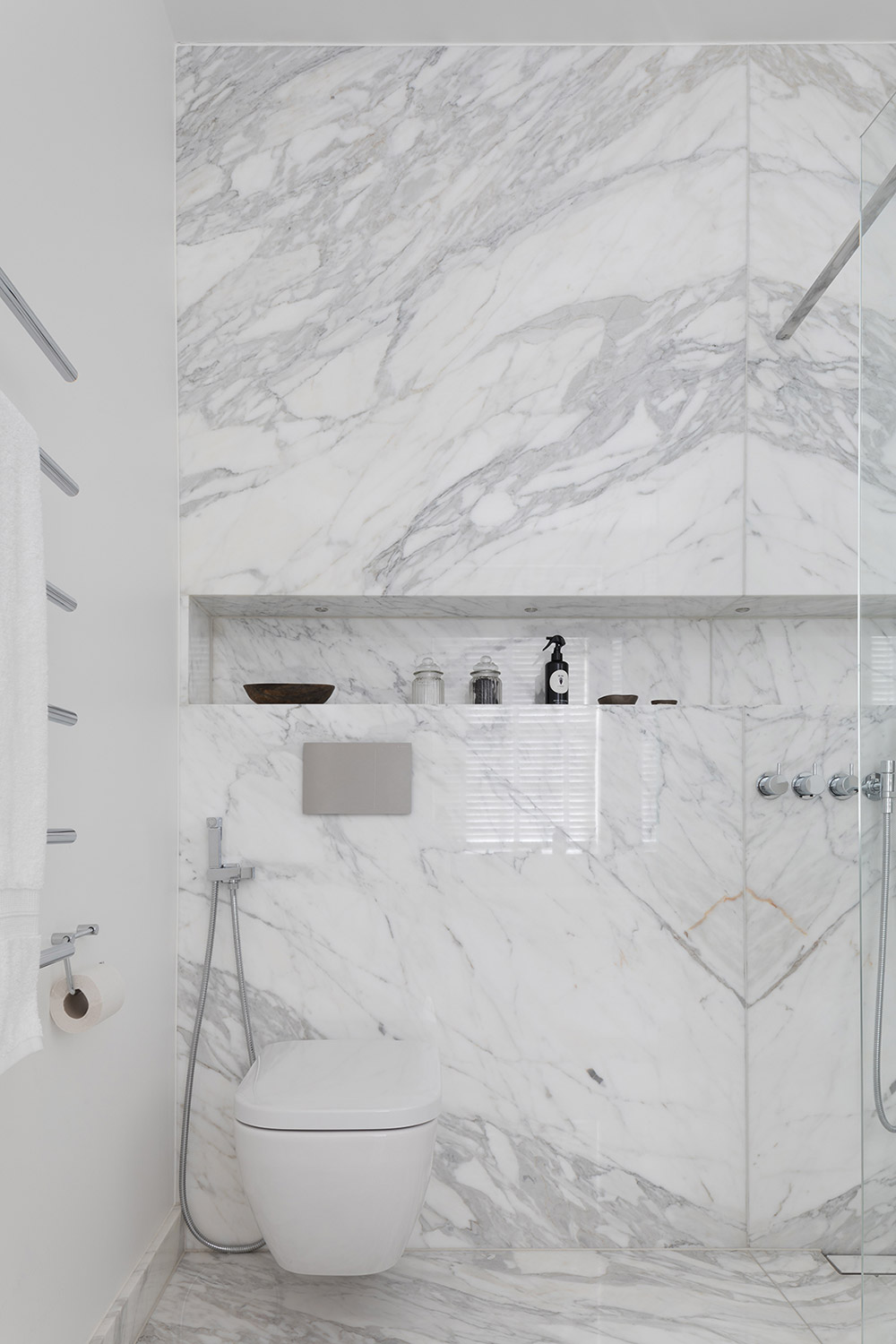 White marble carrara cladded bathroom with wc